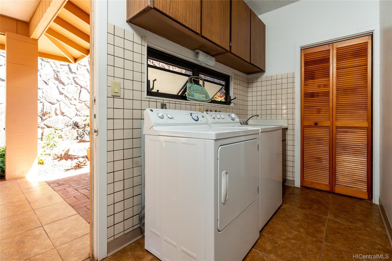 99-570  Hoio Street Aiea Heights, PearlCity home - photo 18 of 25