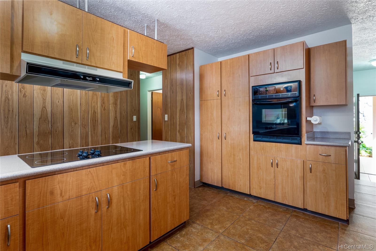 99-570  Hoio Street Aiea Heights, PearlCity home - photo 8 of 25