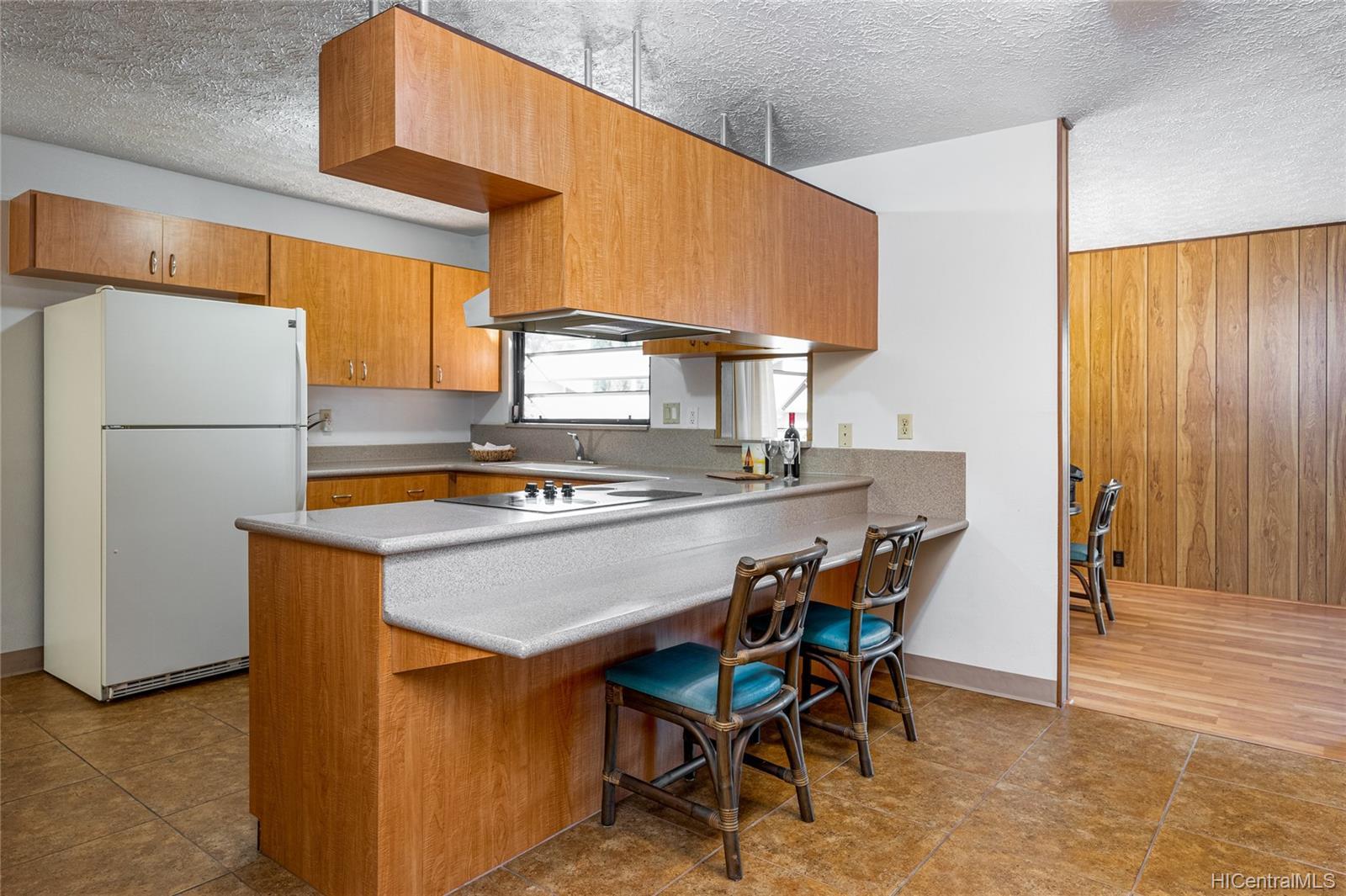 99-570  Hoio Street Aiea Heights, PearlCity home - photo 9 of 25