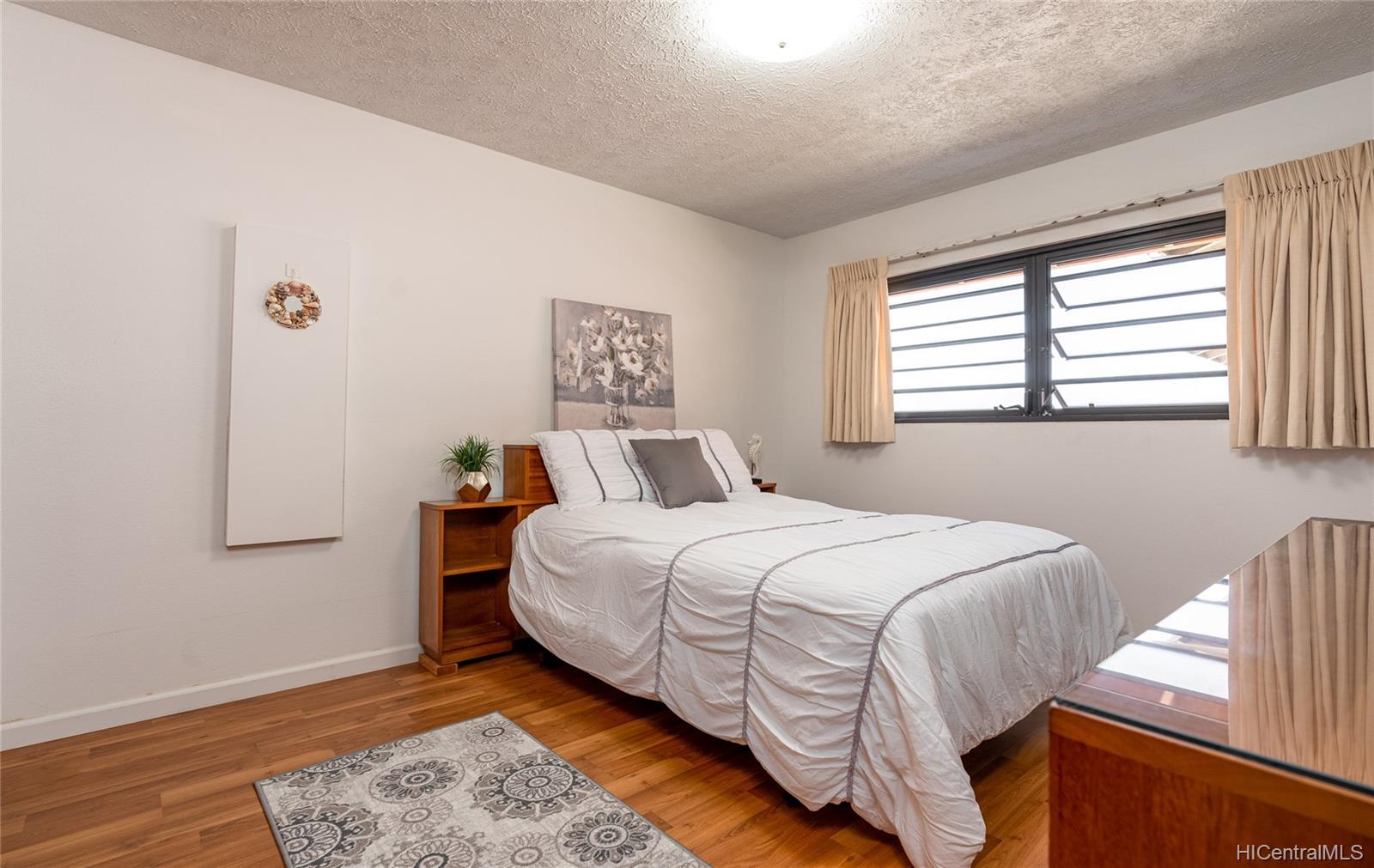 99-570  Hoio Street Aiea Heights, PearlCity home - photo 10 of 25