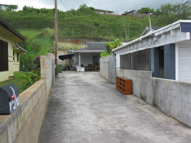 99-778  Nahiolea St Halawa, Aiea home - photo 1 of 7