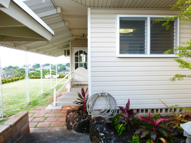 99-852 Kealaluina Dr Halawa, Aiea home - photo 1 of 22