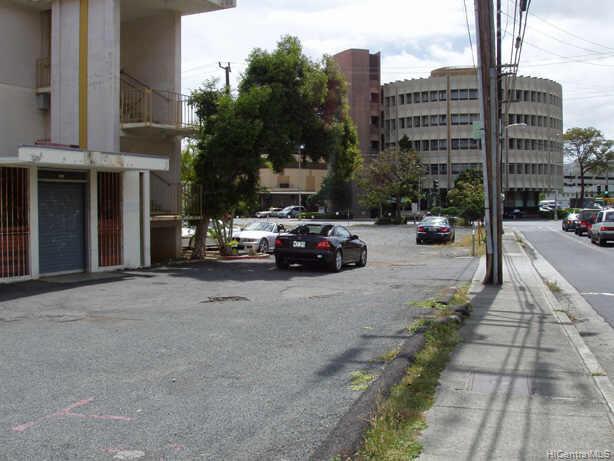 University Village condo MLS 2409052