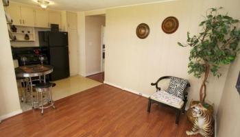 Carlton Place condo # B7, Honolulu, Hawaii - photo 4 of 20