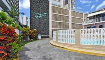 2415 Ala Wai Blvd Honolulu - Rental - photo 5 of 15