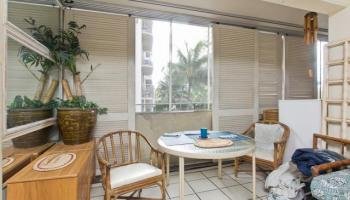 Niihau Apts Inc condo #401, Honolulu, Hawaii - photo 2 of 10