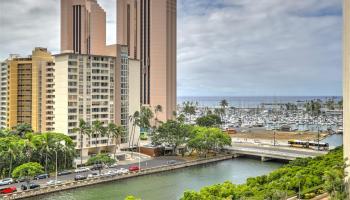 Atkinson Towers Inc condo # 1005, Honolulu, Hawaii - photo 2 of 10