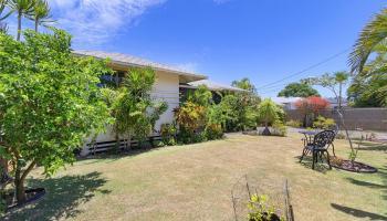 558  Hooulu Street Coconut Grove, Kailua home - photo 2 of 25